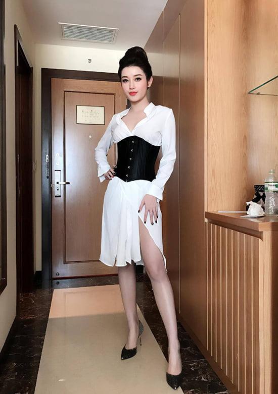 sao-viet-dua-nhau-bien-corset-nit-bung-thanh-phu-kien-thoi-trang-1